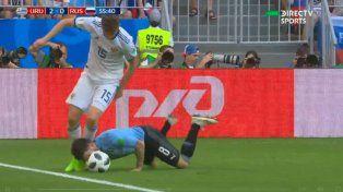 El jugador de Boca pone todo en la disputa de la pelota