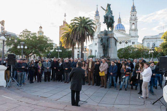 Poblado de la baxada. En el amanecer del día se realizó una ceremonia con autoridades municipales.
