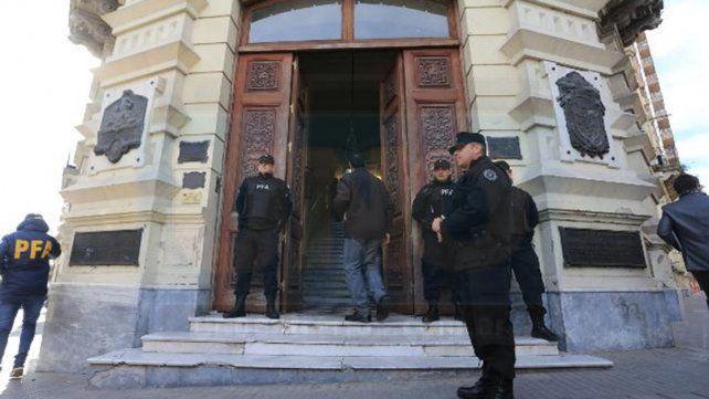 Causa Tavi Celis: Allanan oficinas de Adultos Mayores y sede del PRO