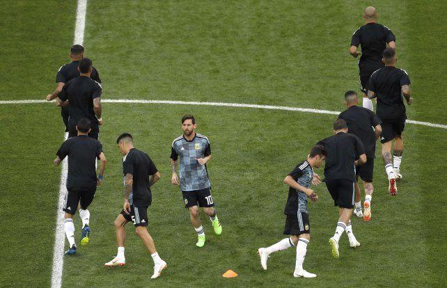 El seleccionado realizando movimientos previo al encuentro.