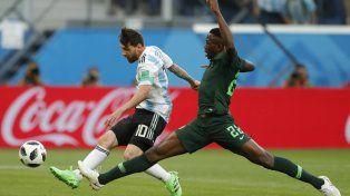 Messi supera la marca de Omeruo para establecer la apertura del marcador.