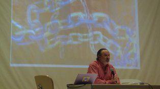 Ricardo Serruya en una de las tantas presentaciones de su libro.