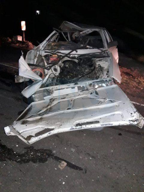 Tremendo impacto. El Renault 9 quedó destruido y su conductor murió un día después.
