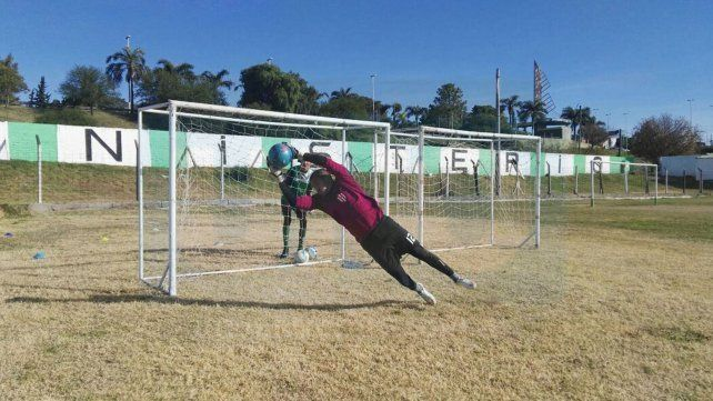 Ignacio Arce entrenando en el club Ministerio pensando en la Superliga.