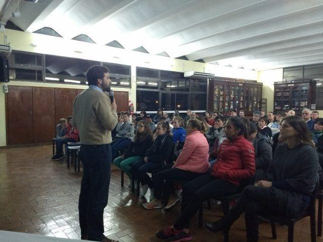 Damián Verzeñassi abrió la discusión por la fumigación en el ejido de Cerrito