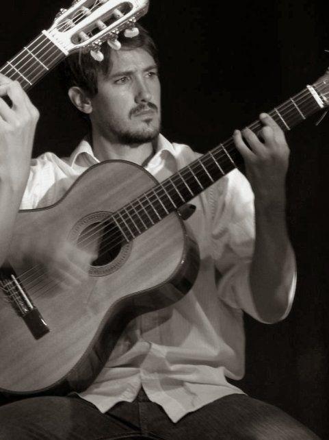 Atahualpa Puchulu debuta esta noche con su voz y su guitarra