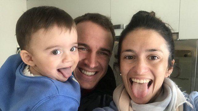 En la foto con su hijo y su esposa Micaela Varisco