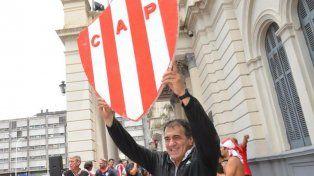 José Cáceres explicó los motivos de su renuncia y dijo que Chiqui Tapia es un chanta
