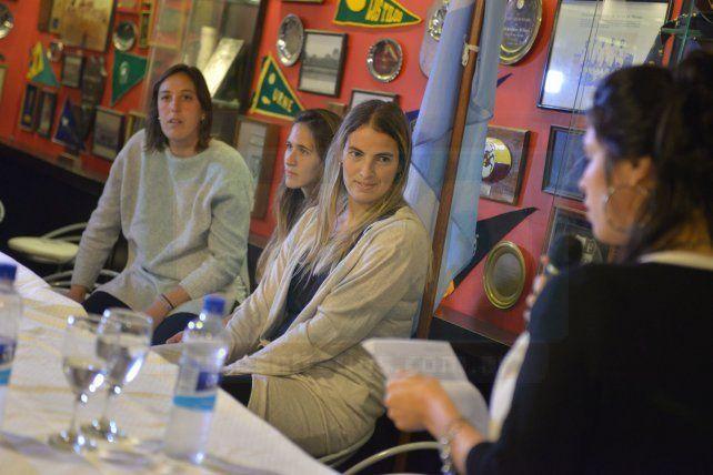 Florencia Mutio fue despedida en Paraná acompañada por Belén Sacci y Martina Cavallero Foto UNO Juan Manuel Hernández