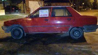 En las calles Arce y Estación Sosa hallaron un auto Renault 9 sin ocupantes