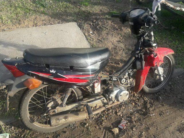 El procedimiento arrojó el secuestro de una motocicleta.