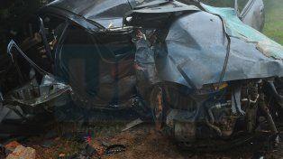 Destrozado. El Chevrolet Prisma quedó destruido y la víctima falleció en el acto.