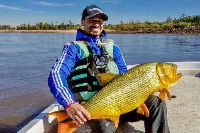 Rodrigo Mora eligió Entre Ríos para despuntar su vicio en la pesca