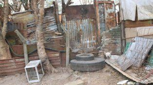 Barrio Antártida Argentina: Al borde de la barranca y cercados por la basura