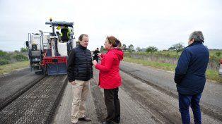 Recorrida. El gobernador Gustavo Bordet evaluó el avance de las obras