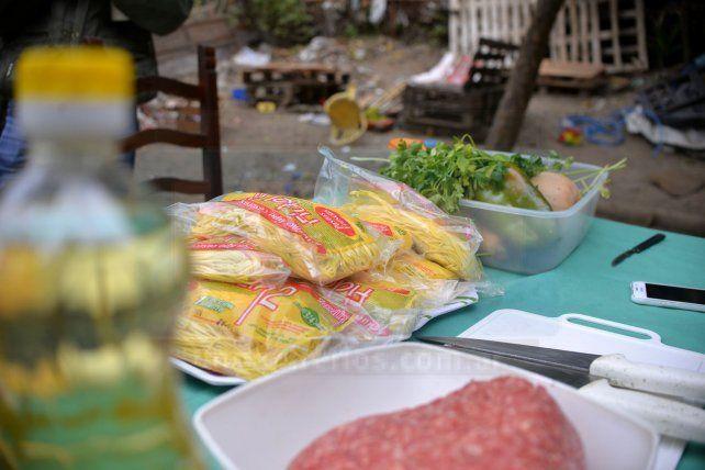 La olla popular de Puerto Sánchez para las familias costeras