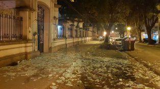 Basura.Escuela Mariano Moreno de Paraná después de las elecciones del Iosper.