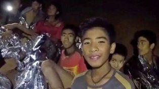 Rescataron a cuatro niños de la cueva de Tailandia, faltan ocho y el entrenador