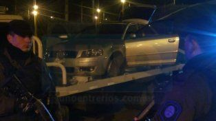El Audi. El auto de alta gama fue abandonado en un camino vecinal y trasladado por la grúa recuperada.