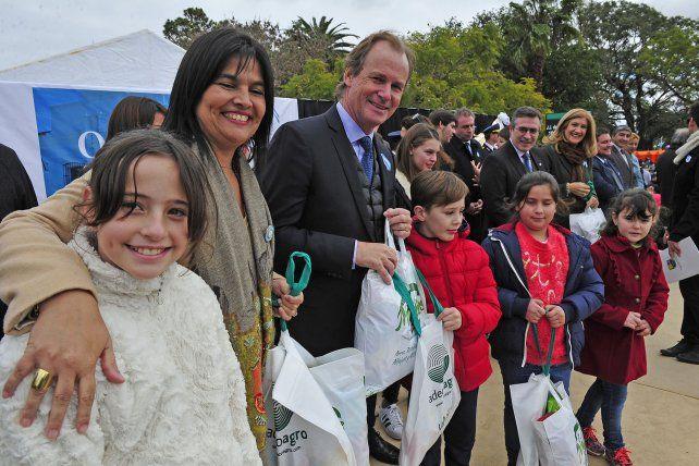 Bordet conmemoró el Día de la Independencia en San Salvador y llamó a trabajar unidos