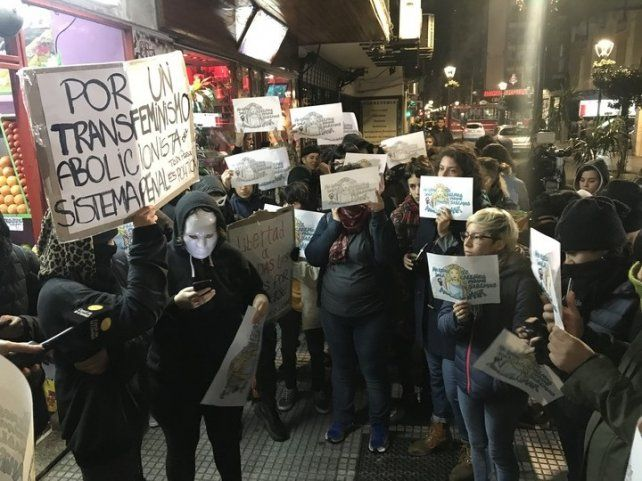 Con escasa convocatoria, la marcha a favor de Nahir Galarza pidió su absolución