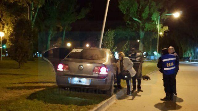 Tres adolescentes chocaron contra una columna de alumbrado