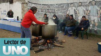 Solidaridad. Locro solidario en el Paseo Ituzaingó para calentar la fría mañana patria del 9 de julio