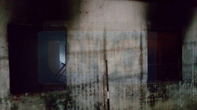 Se incendió una vivienda en Maciá y un hombre quedó atrapado entre las llamas