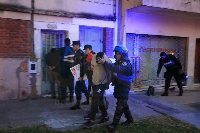 A la Alcaidía. Los tres acusados del violento robo terminaron presos. Foto: Diego Arias