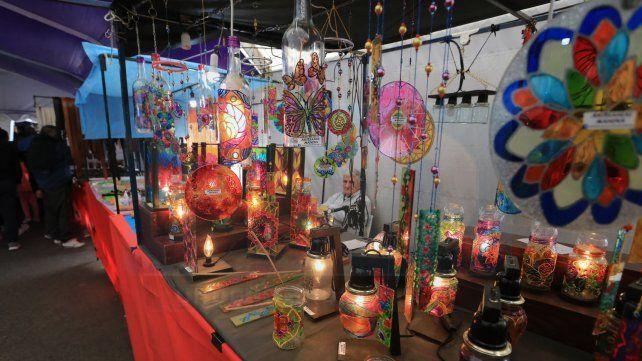 Feria de invierno. Adornos en vidrio para el hogar