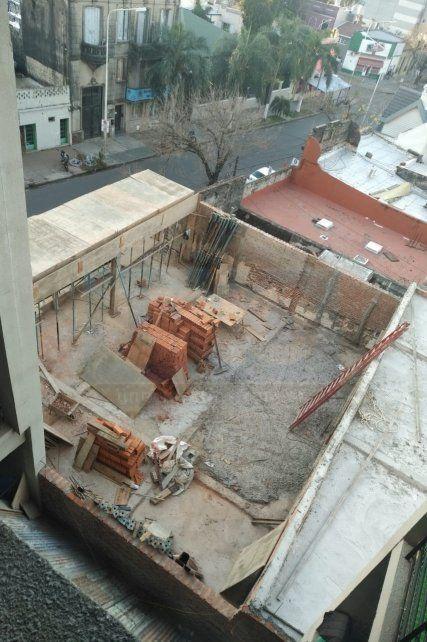Vecinos aseguran no aguantar más los ruidos molestos de una obra en calle Salta