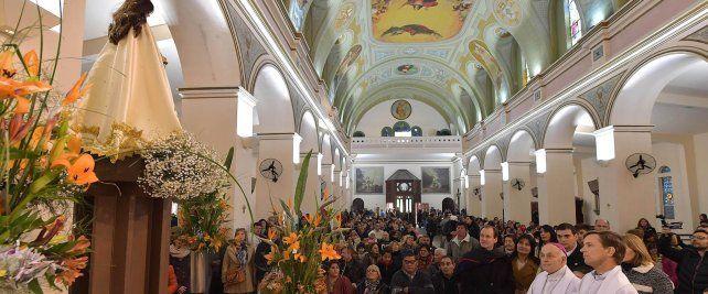 Muestra de fe. El gobernador y el arzobispo participaron de la misa central en la Basílica.