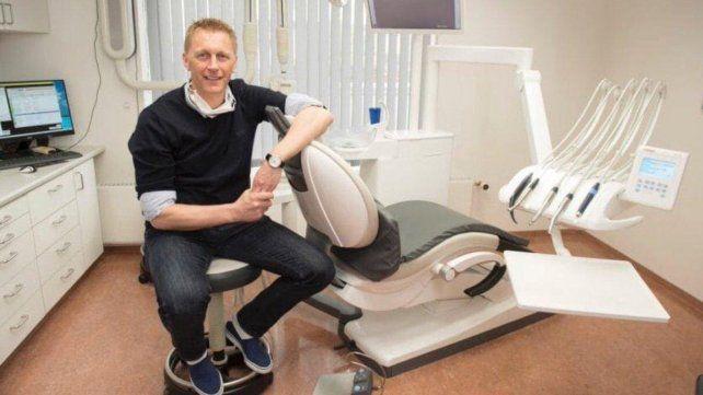 Hallgrimssonvolverá a trabajar como odontólogo
