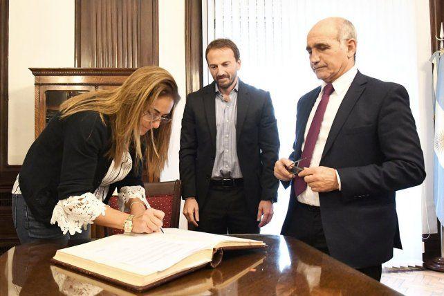 Expuesta por la denuncia de los aportantes Truchos, Vidal echó a la contadora de la Provincia