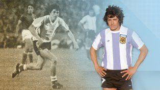 En 1978 integró el plantel de la Selección Argentina que alcanzó la gloria máxima al ganar el Mundial.