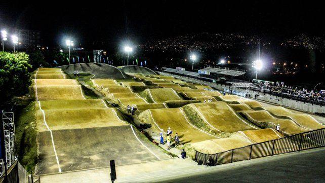 Una imagen nocturna de la hermosa pista colombiana.