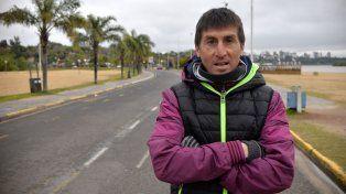 Pablo Carussi es el responsable de la Escuela que entrena en Thompson y Parque Gazzano.