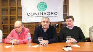 Complejo panorama. El presidente de Coninagro (al medio)