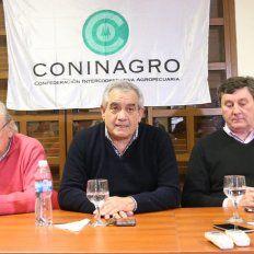 Complejo panorama. El presidente de Coninagro (al medio), fue muy cauto sobre la situación del sector. Foto: APF