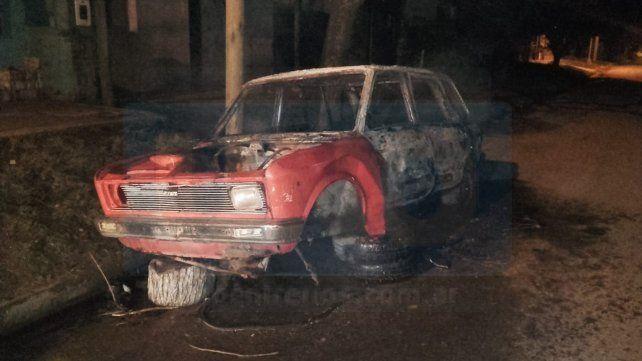 Desde una motocicleta arrojaron una bomba molotov