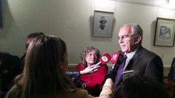 Rita Segato y Enrique Stola hablando con los medios en Paraná.