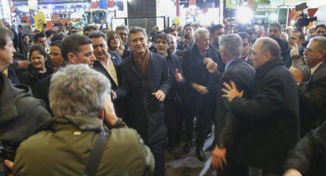 En la Rural, Macri ratificó la baja de retenciones: Es un impuesto no inteligente
