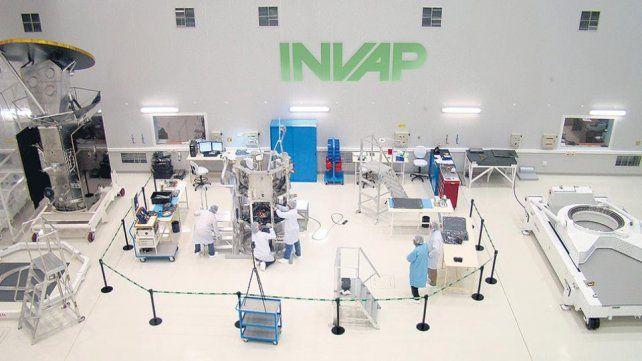 Macri anunció recortes de contratos con INVAP y salieron a desmentirlo