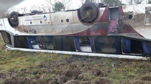Grave accidente en Ruta 12: Volcó un colectivo y varios heridos fueron hospitalizados