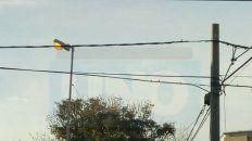 Luces de día. En calle Sudamérica de Paraná las luces de la vía pública permanecen prendidasdurante el día