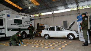 En un monte correntino, dos entrerrianos cargaban droga en un auto y los detuvieron