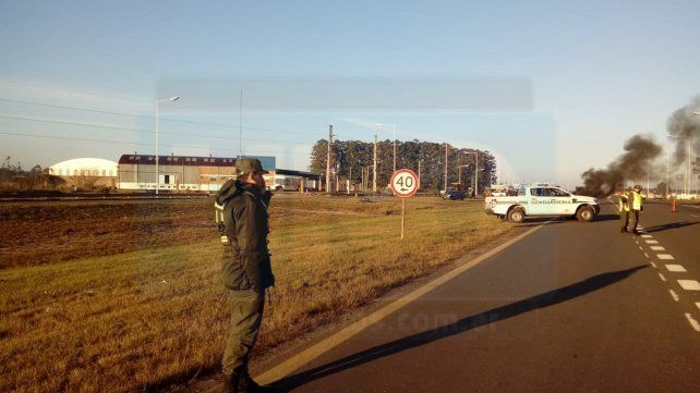 Propietarios de aserraderos de Concordia cortan la Ruta 14