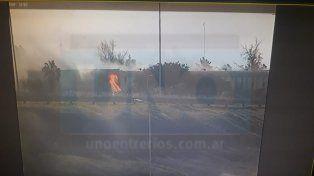 Voraz incendio en un depósito de Riomat