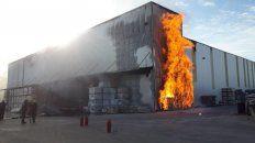 voraz incendio en un deposito de riomat