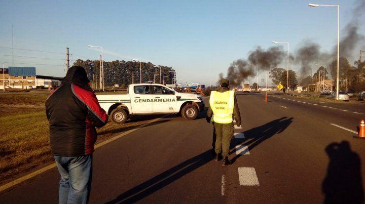 De cerca. Gendarmería se mantiene próxima a la protesta